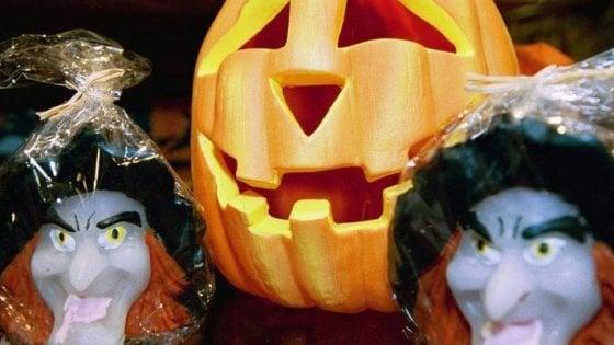 A Casalecchio il corteo dei santi al posto delle streghe di Halloween
