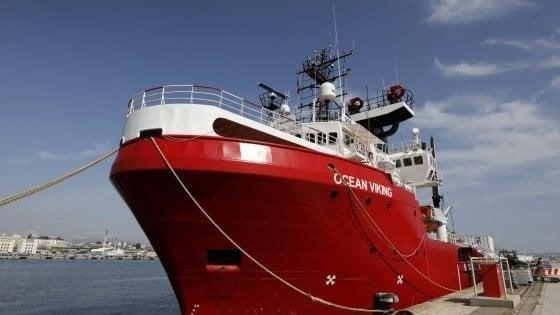 Ocean Viking, appelli da Pd e Italia Viva per far sbarcare i 104 migranti a bordo
